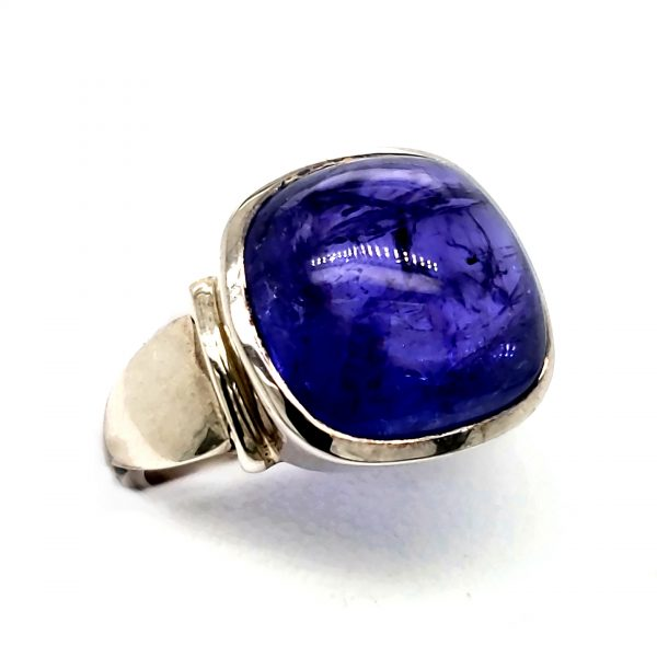 Sterling and Tanzanite Cabachon Ring Side View